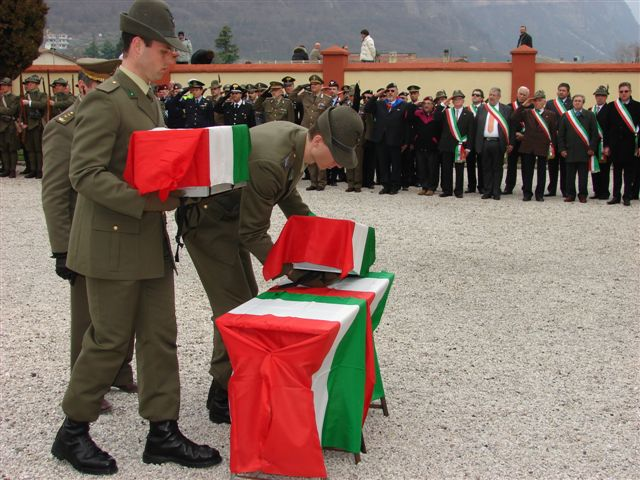 La preparazione dei caduti prima della loro sepoltura per la Benedizione